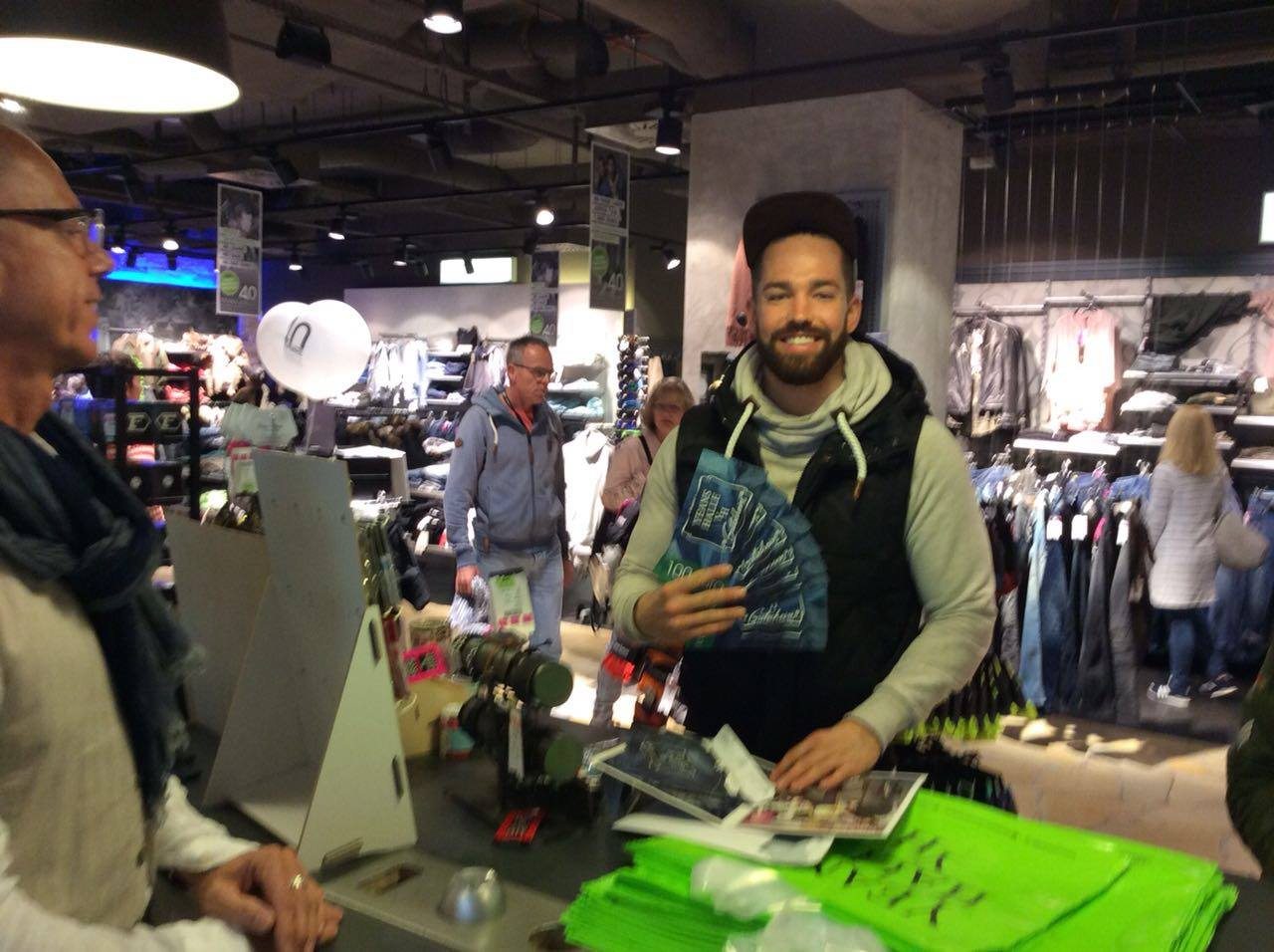 40 jahre yh yeans halle for Outlet store karlsruhe