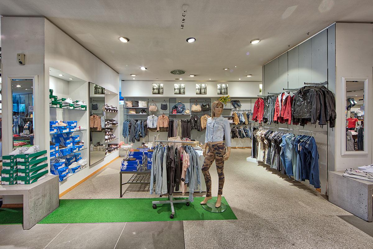 YEANS HALLE, Jeans & Denim in Sindelfingen, Mahdentalstraße